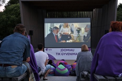 Kino filmai po atviru dangumi