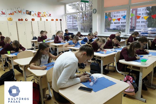 """Kultūros pasas: Edukacinis užsiėmimas """"Drevernos vėtrungės-magnetuko dažymas"""" (išvažiuojamasis)"""